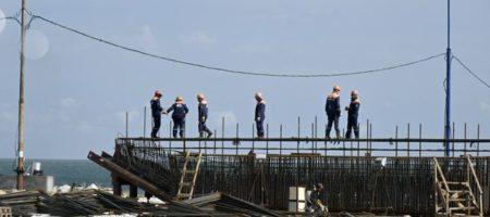 Часть Керченского моста рухнула: местные блогеры сообщили тайные данные от строителей