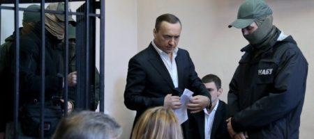 Детективы НАБУ в суде вручили повестку на допрос Мартыненку, но он её презрительно выбросил