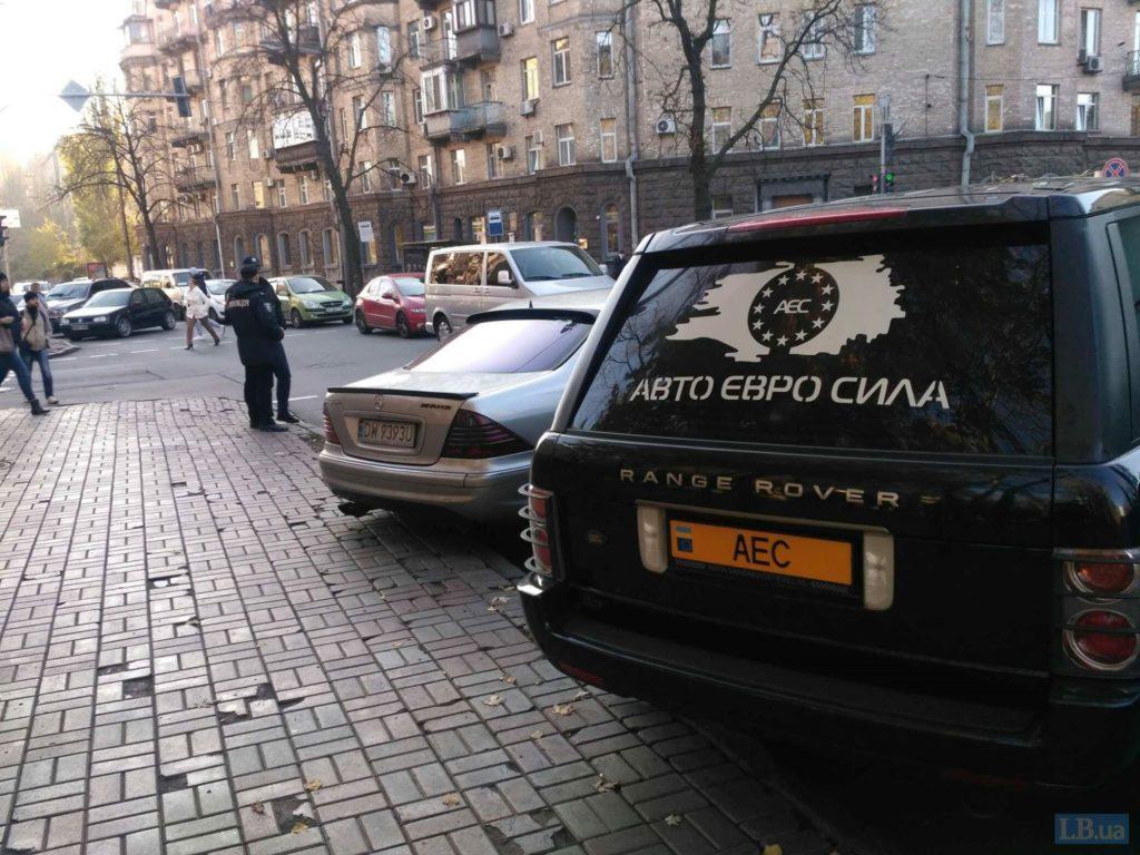 """Центр Киева и правительственный квартал перекрыли """"евробляхи"""""""