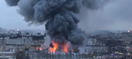 Огромный пожар в Санкт-Петербурге. Пылает большой супермаркет (ВИДЕО)