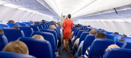 Самолет с украинскими туристами не долетел до Киева, совершив экстренную посадку, из-за ЧП на борту (ВИДЕО)