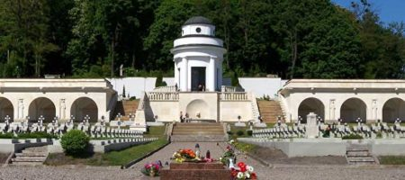 Львовский суд осудил польских студентов-хулиганов, устроивших беспорядки на кладбище