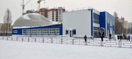 ЧП в Вишневом Киевском области. Обвались крыша новой спортшколы, детей едва спасли