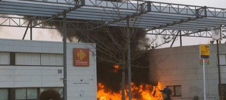 Под Тулузой школьники сожгли лицей. Протесты во Франции продолжаются (ВИДЕО)