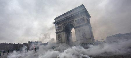 Протесты вынудили правительство Франции отложить повышение акциза на бензин