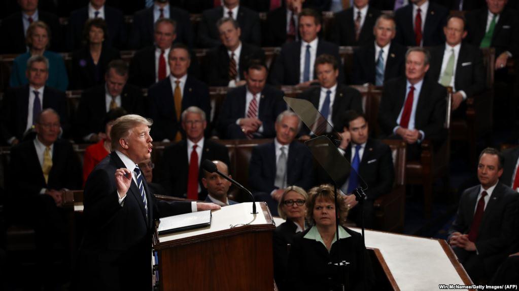 """Конец самому длинному американскому """"шатдауну"""", Трамп договорился с Конгрессом США"""