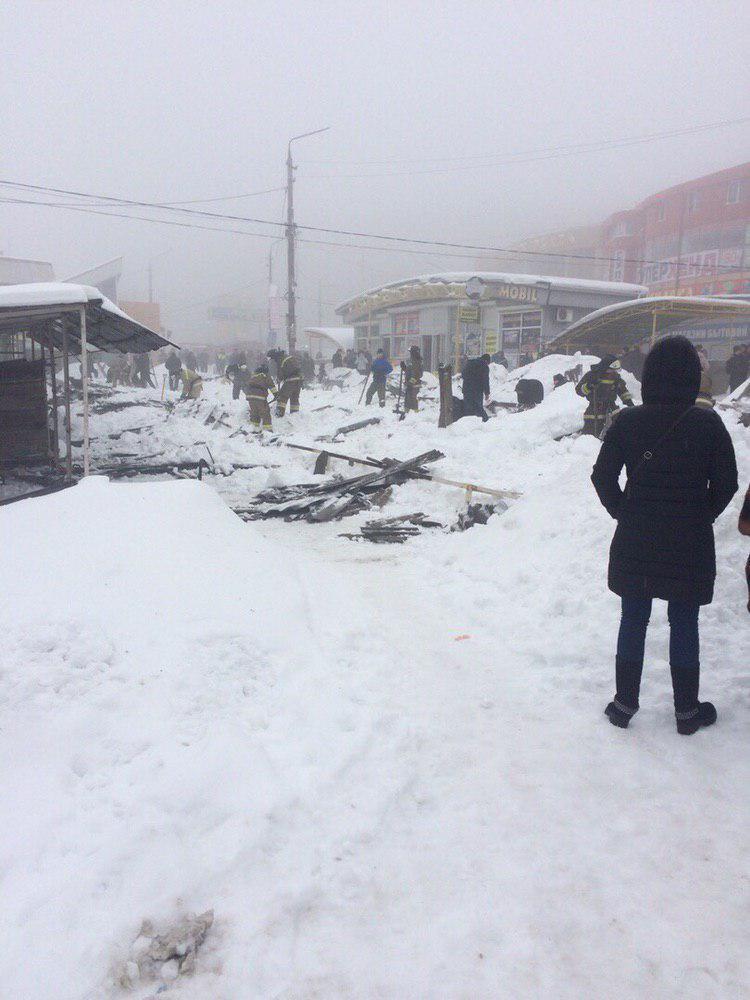 Масштабное ЧП в оккупированной Макеевке! На местном рынке оборвалась крыша, много пострадавших (ВИДЕО)