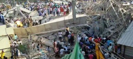 В Индии обрушился ТЦ - под завалами множество жертв