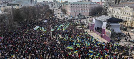 Порошенко выступал в Киеве под крики и стычки активистов с полицией (ВИДЕО)