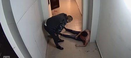 ИНТЕРНЕТ БОМБА! В Киеве молодой отец жестко избил соседа который громко слушал музику (ВИДЕО)
