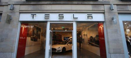 Tesla решила закрыть все свои автосалоны