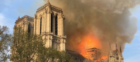 Огромный пожар в Париже - горит Собор Парижской Богоматери (ПРЯМАЯ ТРАНСЛЯЦИЯ)