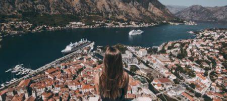 В Черногории теперь будуть штрафовать туристов за хождение с голым торсом