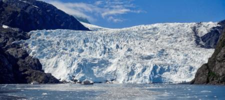 Часть ледника на Аляске убила туристов на каноэ