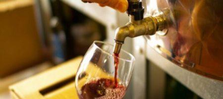 В одном из испанских городов открыли фонтан с бесплатным вином (ВИДЕО)
