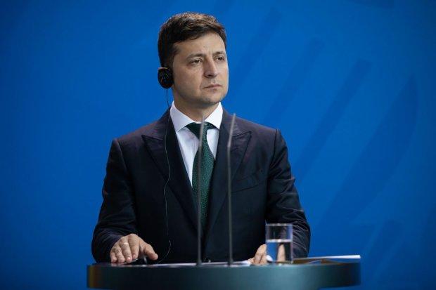 Зеленский впервые провел переговоры с Путиным: стало известно о чём говорили