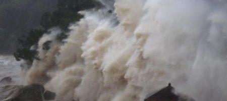 Сильнейший тайфун надвигается на Китай, идет массовая эвакуация (ВИДЕО)