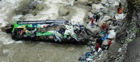 Жуткое ДТП: автобус слетел с моста, как результат множество погибших - подробности