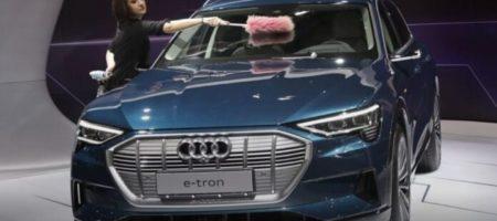 Немецкая компания Audi презентовала бюджетную версию электрокроссовера e-tron