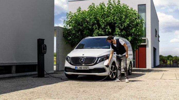 Mercedes-Benz презентовала электрический микроавтобус (ВИДЕО)