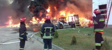 Масштабный пожар химпредприятия на Львовщине удалось погасить (ВИДЕО)