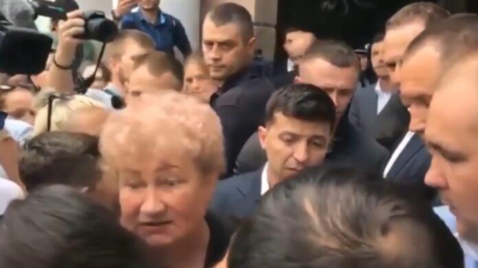 Зеленского едва не задавили в Николаеве (ВИДЕО)