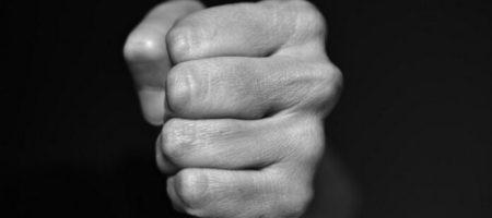 В Ровно мужчин избил патрульного, который прибыл на вызов о домашнем насилии