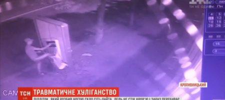 Подросток в Кропивницком едва не погиб, после того как неудачно разбил сити-лайт. За его жизнь борются врачи (ВИДЕО)