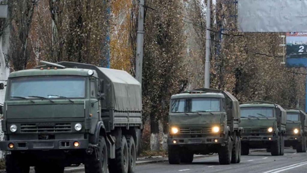 В Донецке военных переполох: в город зашли колонна военных грузовиков и новая ЧВК