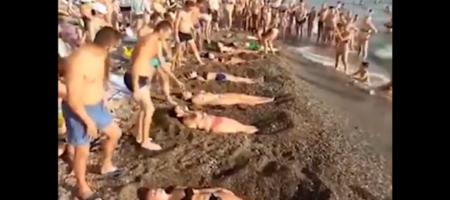 """""""Жену можно и новую найти, а вот выиграть бутылку!"""": пляжные развлечения россиян шокировали интернет (ВИДЕО)"""