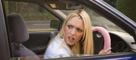 """""""Будь ты проклят!"""": автохамка на Lexus набросилась на копов под Сумами (ВИДЕО)"""