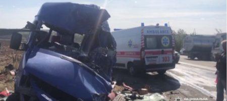 Жуткое ДТП под Одессой. Маршрутка влетела в бензовоз, минимум 9 погибших (ВИДЕО 18+)
