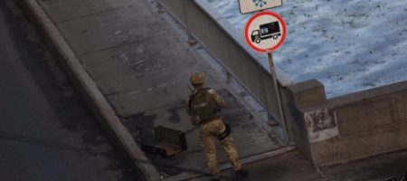 Аваков заявил о задержании мужчины, угрожавшего взорвать мост Метро