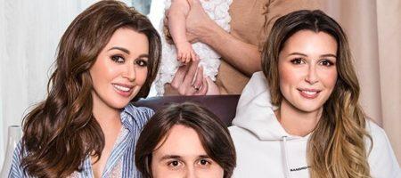 Рак Анастасии Заворотнюк: в сети появились трогательные фото всей семьи актрисы