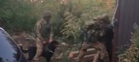 Отстреливался из двух пистолетов: полиция опубликовала ВИДЕО штурма под Киевом