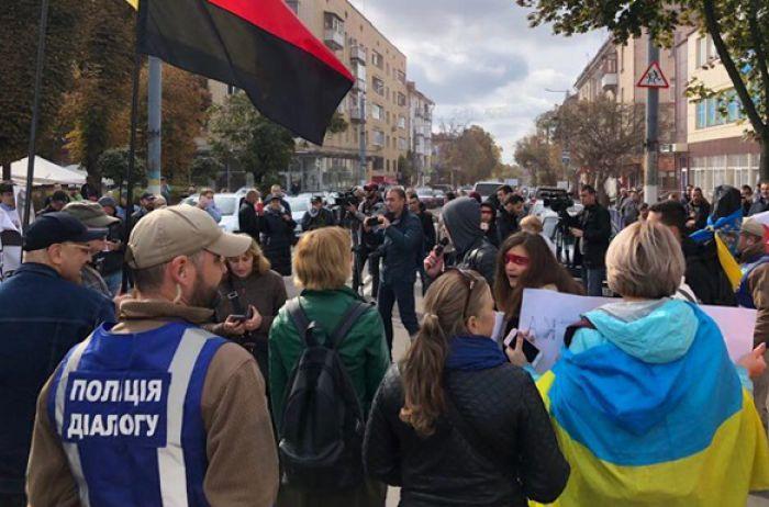 В Житомире Зеленский «нарвался» на митингующих