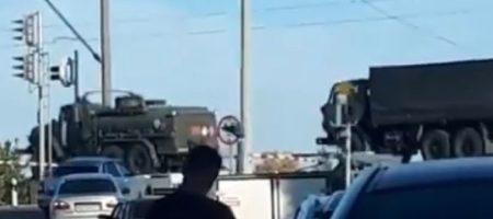 """""""Просто перестать стрелять..."""" Кремль перебрасывает эшелоны военной техники к границе с Украиной (ВИДЕО)"""