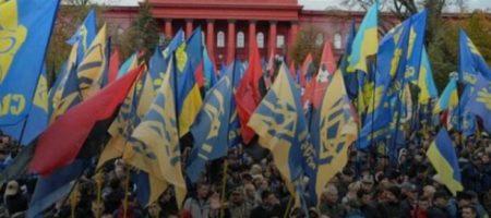 В Киеве неспокойно: город заполонили автобусы с автоматчиками