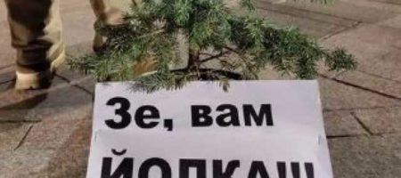 """""""Зе, вам йолка!"""" Ситуация накаляется: на Майдане появилась первая палатка и """"йолка"""" КАДРЫ"""