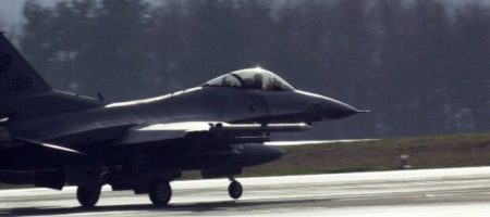 Огромное ЧП в Германии: разбился американский истребитель F-16 (КАДРЫ)