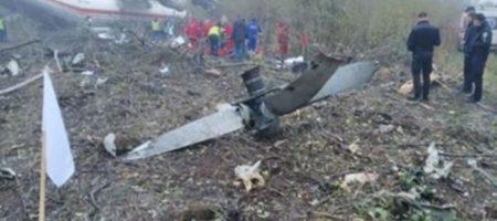 Первые кадры с места смертельной аварийной посадки Ан-12 под Львовом (ВИДЕО)