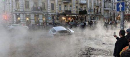 Центр Киева залило кипятком в результате порыва трубы