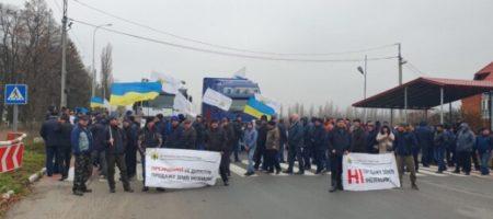 Украина бунтует против Зеленского: люди перекрыли дороги в 13 областях. ВИДЕО
