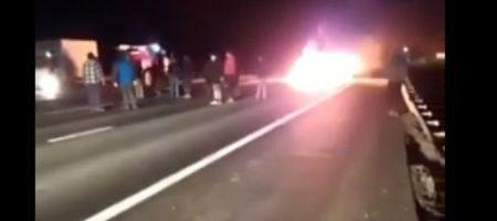 В ужасной аварии погибли звезды КВН: автомобиль врезался в грузовик и загорелся. ВИДЕО