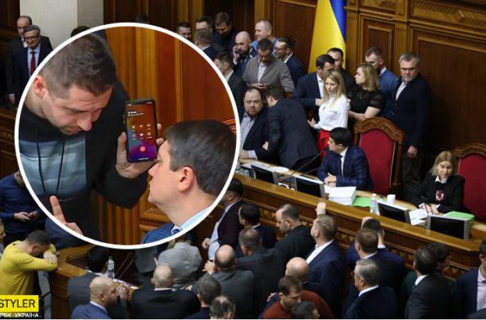 Арахамия рассказал, как подписан в его телефоне Владимир Зеленский