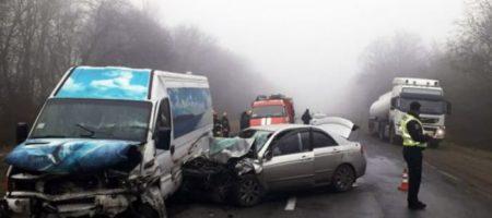Жертв могло быть больше: на Хмельнитчине маршрутка попала в ДТП, есть погибшие