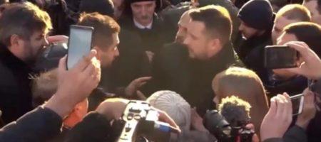 Депутат Слуги народа попал в стычку на митинге под Радой