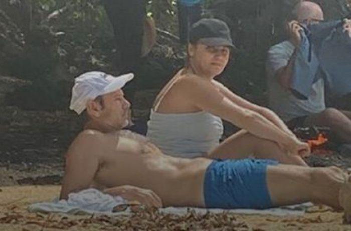 """Святослав в домике"": у Вакарчука нелепо оправдались за траур на пляже"