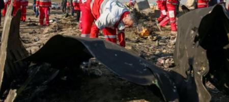 Падение самолета МАУ в Иране: эксперты опознали тело первого погибшего украинца
