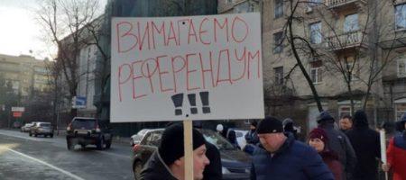 В сердце Киева вспыхнули протесты: митингующие перекрыли одну из центральных улиц. ФОТО